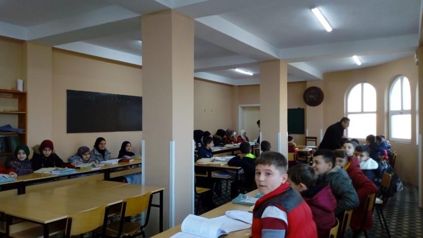 Komisioni për Vlerësim të Nxënësve të Mektebeve vizitoi nxënësit e mektebit të Xhamisë me Dy Minare – Saraj