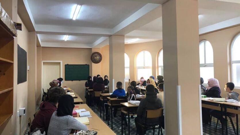 """Komisioni për Vlerësim të Nxënësve të Mektebeve vizitoi nxënësit e mektebit të xhamisë """"Me Dy Minare"""" Saraj"""